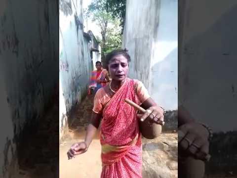 Women singing Sagada Gadi sambalpuri song