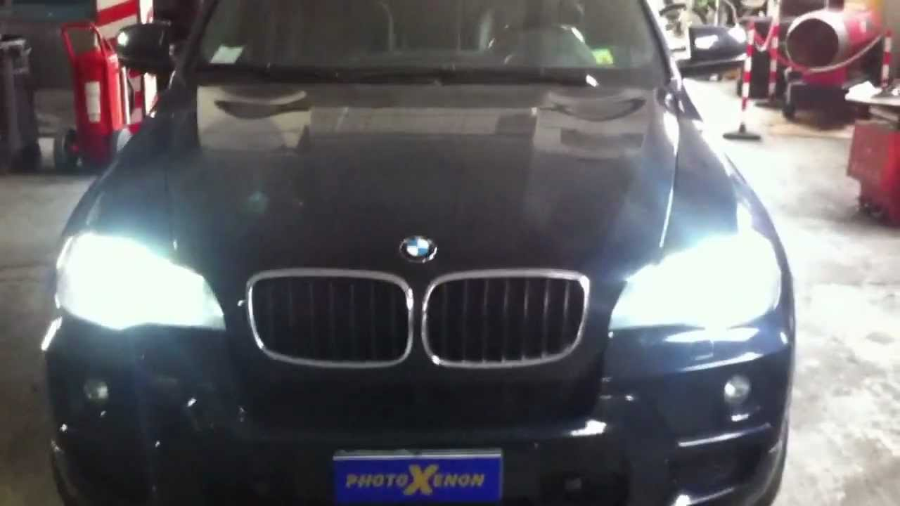 BMW X5 E 70 2008 SOSTITUZIONE LAMPADE XENON E ANGEL EYES+ LED TARGA. - YouTube