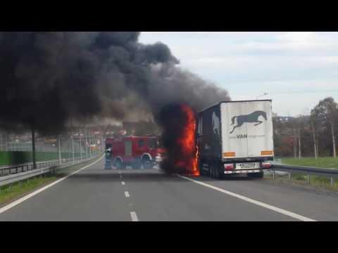 Bielsko-Biała, węzeł Komorowice - pożar ciężarówki