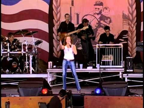 Martina McBride - Broken Wing (Live at Farm Aid 2001)