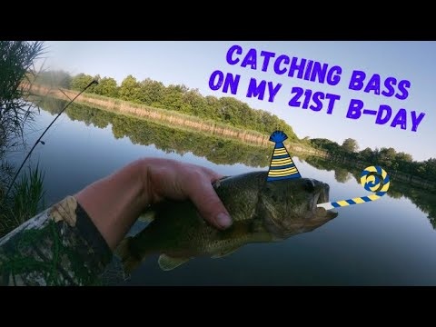Early Morning Largemouth Bass FEEDING FRENZY (Fishing On My 21st BIRTHDAY)
