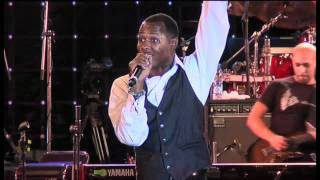 Micah Stampley performs Heaven On Earth in Nigeria