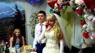 Младший брат Данил поздравляет с Днём  Свадьбы  сестрёнку Маришку