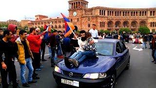 Բարձրացել են մեքենաների վրա, կտուրներին. ցուցարարների քայլն ընդդեմ Սերժ Սարգսյանի
