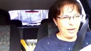 Dirigindo com busão atrás do carro tomando todo o retrovisor interno