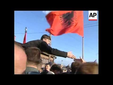 Kosovo: Prisoners: Yugoslavia releases 99 ethnic Albanians - 2001
