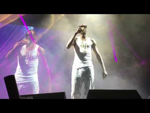 Snoop Dogg & Wiz Khalifa  That Good  at Perfect Vodka Amphitheater of The High Road Tour