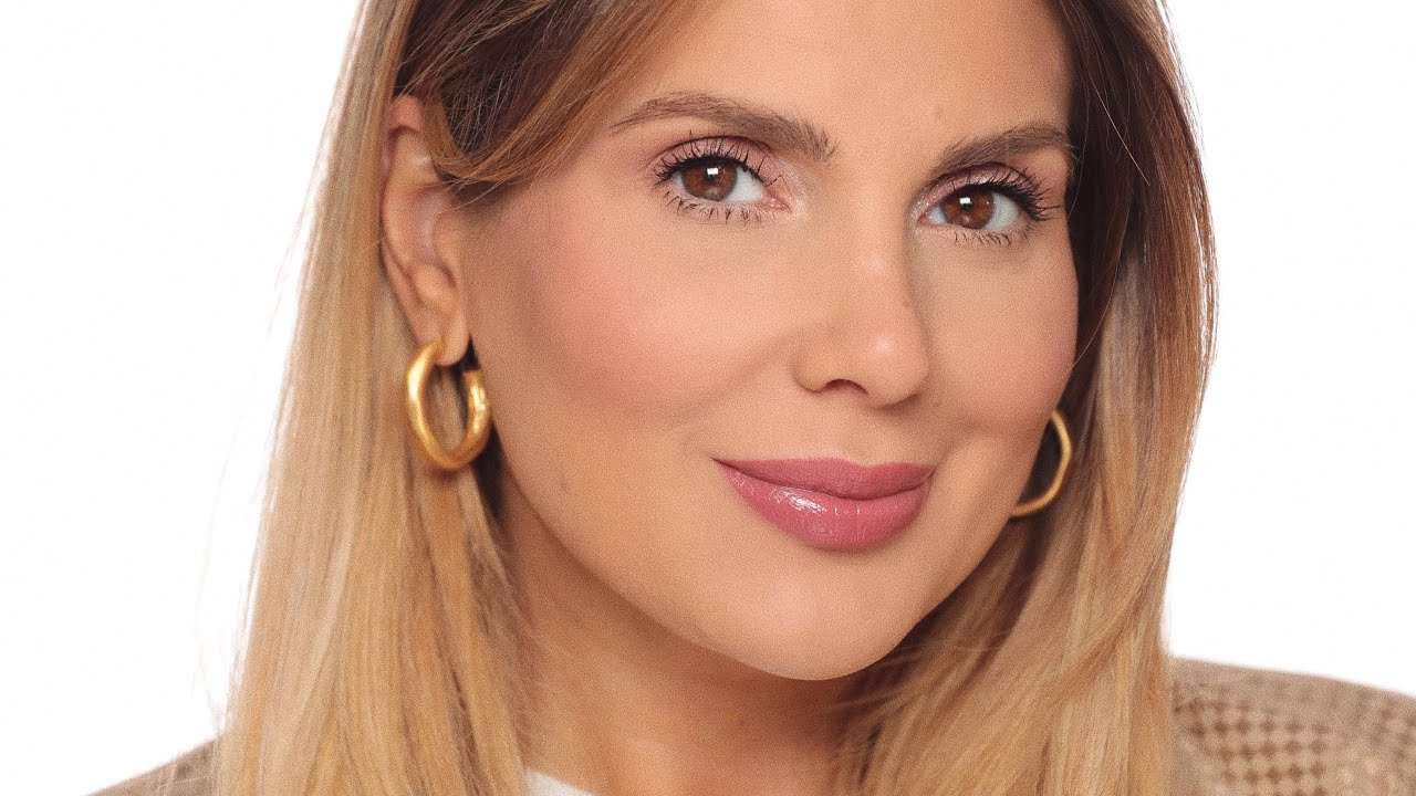 Download Fresh and brightening makeup for work | ALI ANDREEA