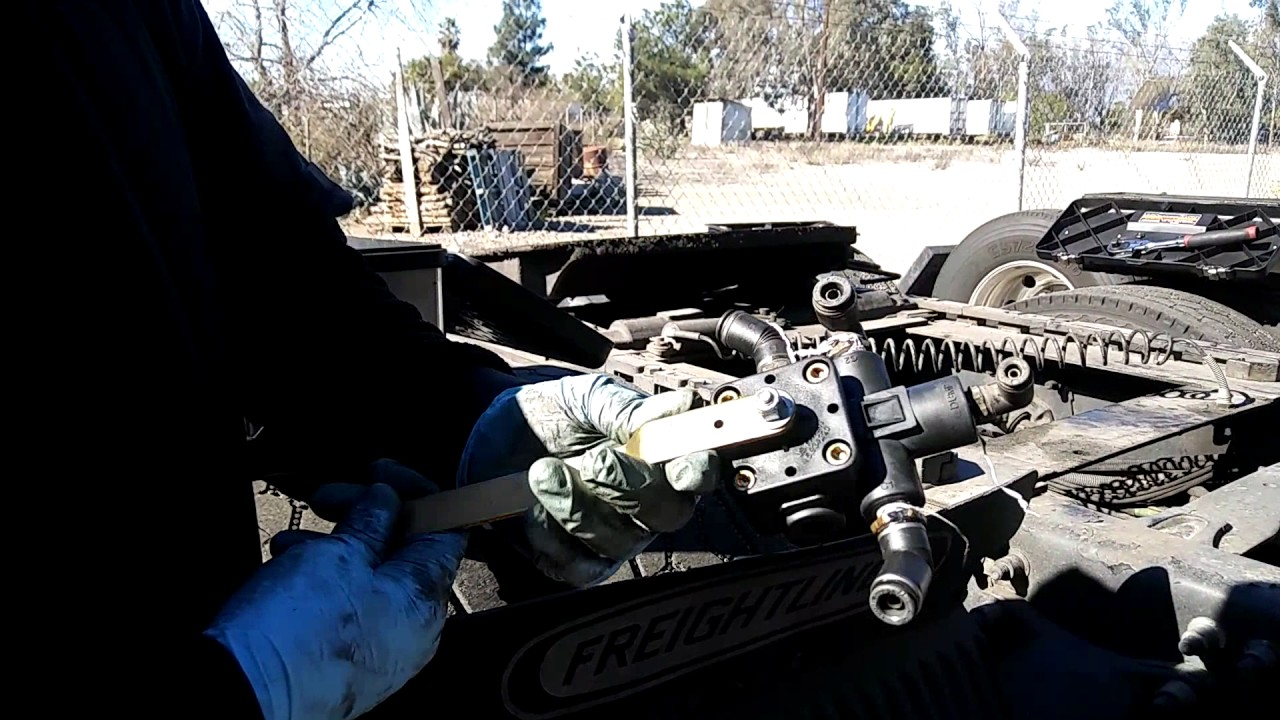 small resolution of freightliner leveling valve