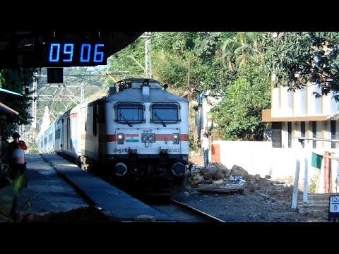 Massive Gradient Khandala: 3 Engine Power do climbing 12127 Mumbai-Pune Intercity Indian Raiways