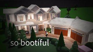 REVIEWING random bloxburg houses WOOOOOOO