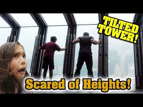 REAL LIFE TILTED TOWER Scared of Heights  Pizza Pizza Pizza 360 Chicago Sightseeing