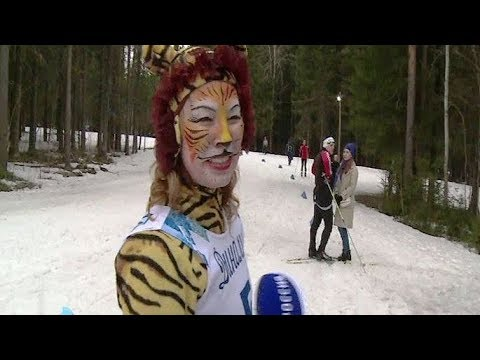 Бабочки и леопарды, ведьмы и невесты: в Сыктывкаре закрыли лыжный сезон в карнавальных костюмах