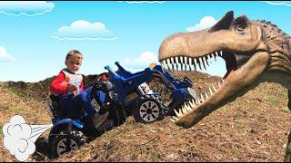 Тёма ездит на Тракторе и находит Динозавра