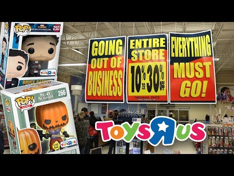 Crazy Busy at A Liquidating Toys R Us | Pops On Sale!