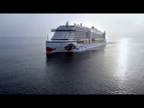 AIDAprima - Amazing drone race inside the ship !