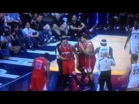 NBA referee yells at Chris Paul