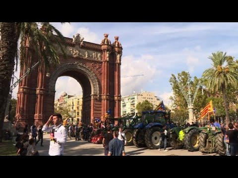 Barcelona: Catalan farmers demonstrate for Catalan independence