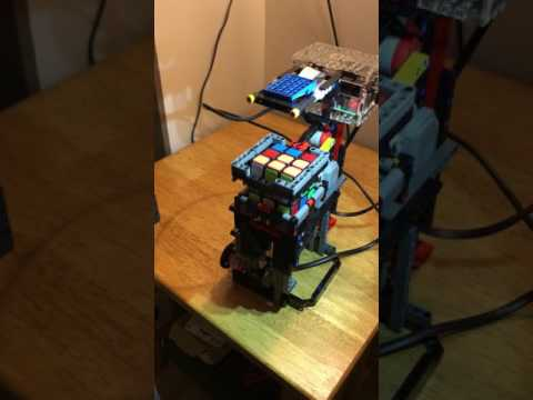 This Raspberry Pi-powered Lego robot can solve a Rubik's cube