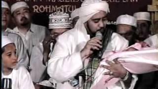 Repeat youtube video Ibnu HZ Ceramah agama K.H.kholil As'at Dalam Rangka Maulid Nabi Muhammad SAW 3.mpg