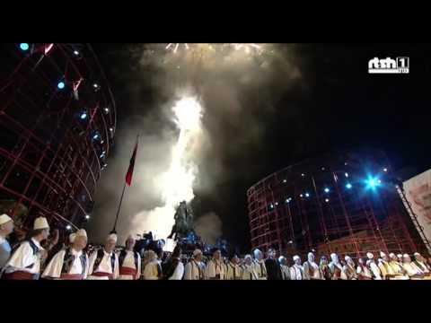 Sheshi Skenderbej hapet me nje spektakel fishekzjarresh