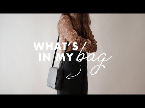 what's-in-my-bag---summer-2018-|-dearly-bethany