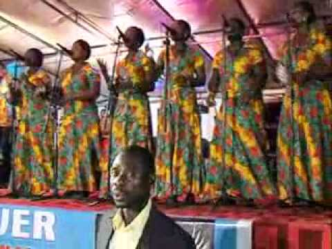 Min. Francis with hse of power ministry (Sunyani).flv