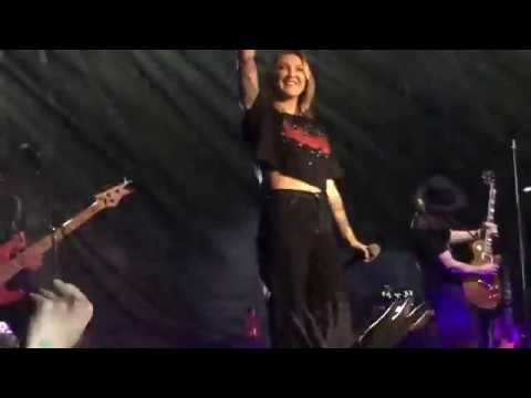 Heaven - Julia Michaels -Live In Barcelona 2018