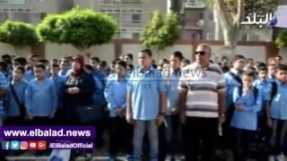 محافظ بني سويف يحضر طابور الصباح مع التلاميذ..فيديو وصور