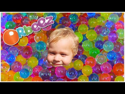 SWIMMING IN A POOL OF GIANT ORBEEZ  (Ft. DailyBumps) // SoCassie