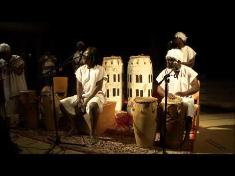 Traditionelle spirituelle Musik aus Ghana / Afrika mit typischen Instrumenten und Gesängen