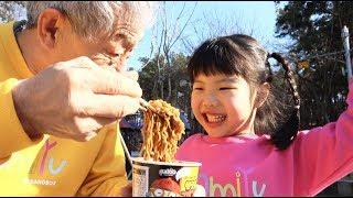 유니와 할아버지! 놀이터에서 놀고 뽀로로 짜장면도 먹었어요Yuni and Grandfather Pororo Black Noodle in The outdoor Playground
