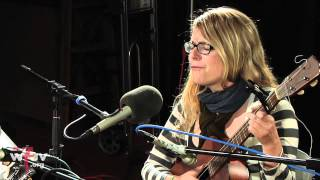 "Jesca Hoop - ""Hospital (Win Your Love)"" (Live at WFUV)"