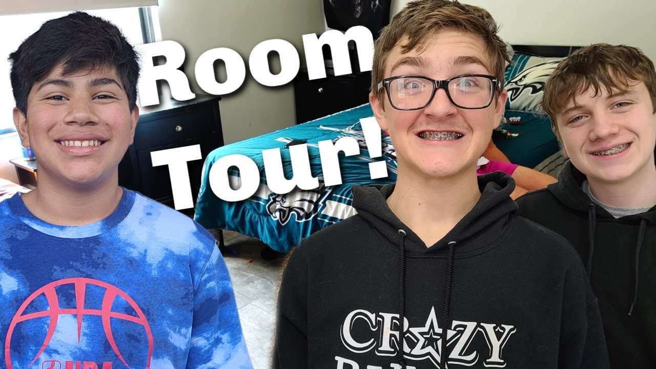 Room Tour! | Haunted House!
