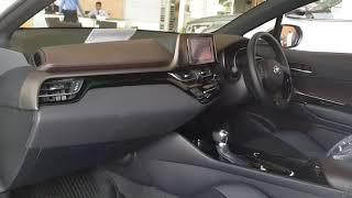 Toyota C-HR 1.8 Mid ยางขนาด 215/60 R17 พร้อมล้ออัลลอย 17 นิ้ว บังโค...