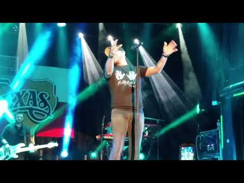 Cole Swindell intro Hope You Get Lonely Tonight 9.22.17 Billy Bob's