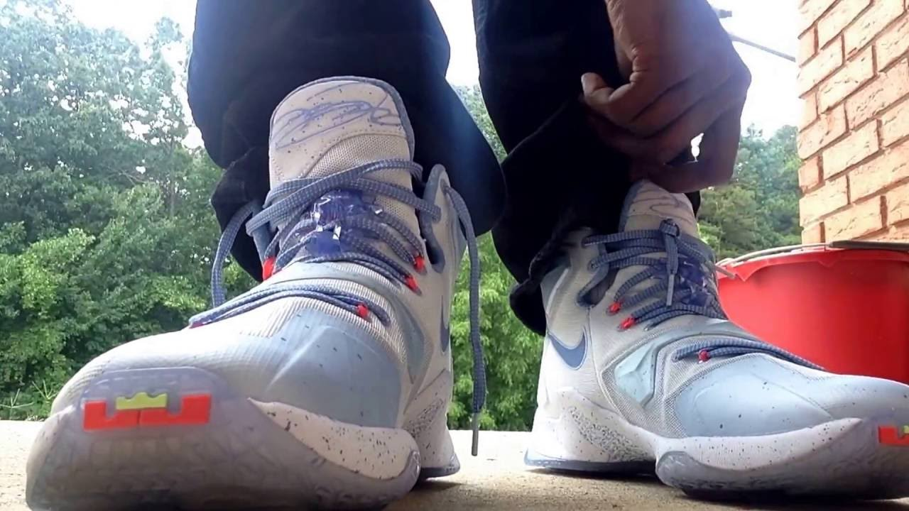 Lebron 13 Christmas fire and ice on foot - YouTube