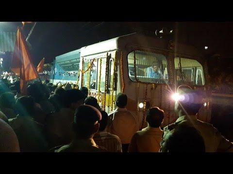 """""""Celebration Music and Decorations"""" 22107 CST-LATUR express gets Thane halt"""
