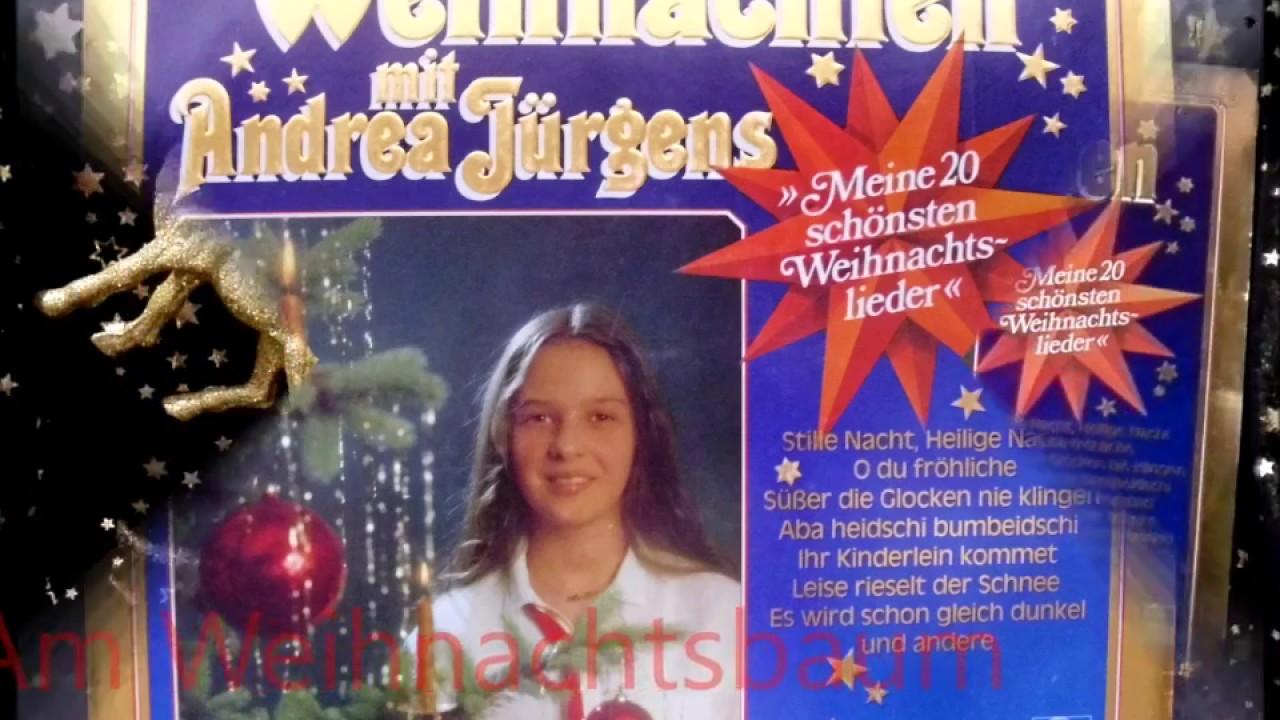 Ingrid peters am weihnachtsbaum die lichter brennen