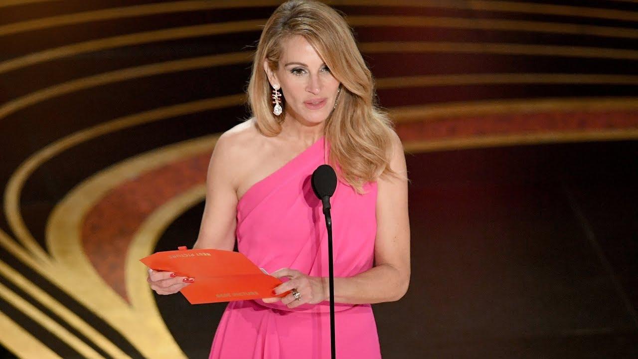9256d8ce2 جوليا روبرتس تتألق بفستان لإيلي صعب في اوسكار ٢٠١٩... وريم عكرا تثني على  اللون الزهري