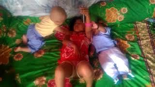 mama muda dan 2 anak