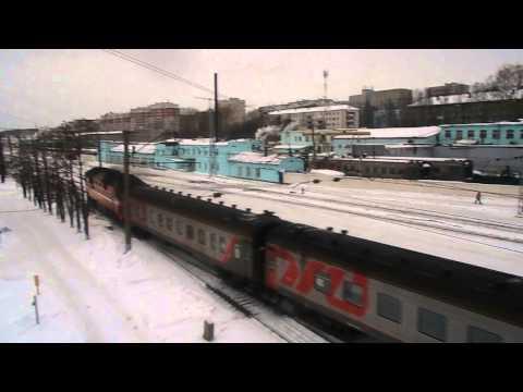 Пригородный поезд Киров-Луза под ТЭП70 отправляется со ст. Киров