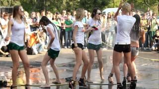 Конкурс мокрые майки Car'n'Girl 2011 ч.4(21 мая, в субботу, в Киеве на внутренней парковке РЦ Блокбастер прошел фестиваль Car'n'Girl, где собрались самые..., 2011-05-25T17:46:52.000Z)