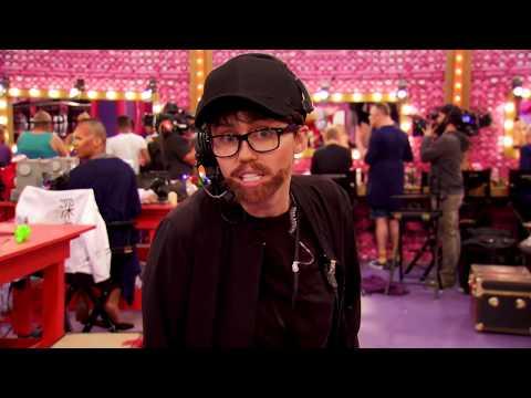 Miley Cyrus Sneaks Behind The Mirror On 'RuPaul's Drag Race' Season 11| Access Hollywood Mp3