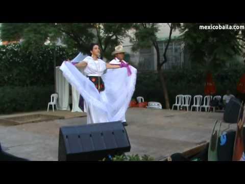 """La Iguana - """"México Baila"""" a la Festa Major de Gràcia 2011"""