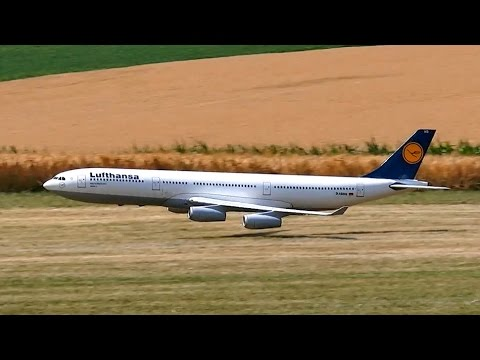 AIRBUS A340-300 LUFTHANSA GIGANTIC RC AIRLINER MODEL JET LOW PASS FLIGHT / RC Airliner Airshow 2015