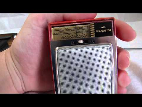 Philips L0X25T/00L AM-SW transistor radio circa early 1960's