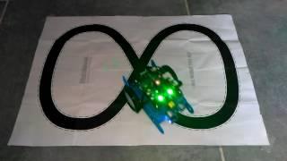 Robot mbot suit la ligne noire (circuit en 8)
