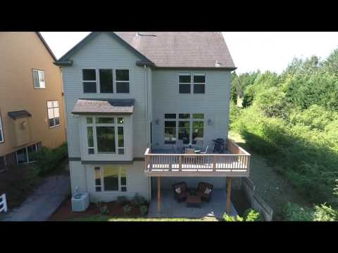 Elegant 5 bdrm Home Backing to a Greenspace | Oregon luxury homes