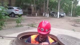 Спасатели вытащили котенка из глубокого колодца